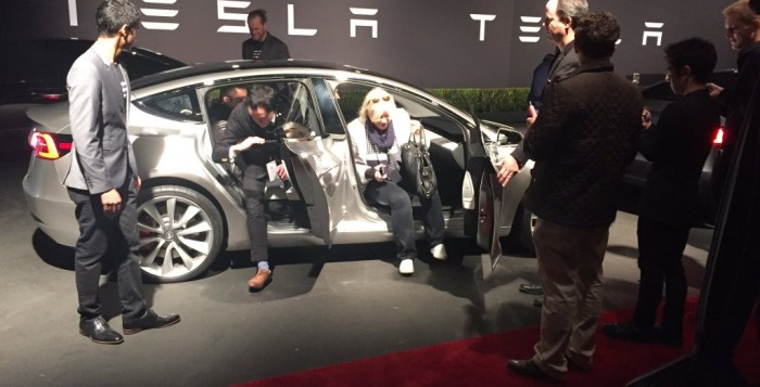 Eerste Tesla Model 3 rij-ervaring van Robin Berg in LA